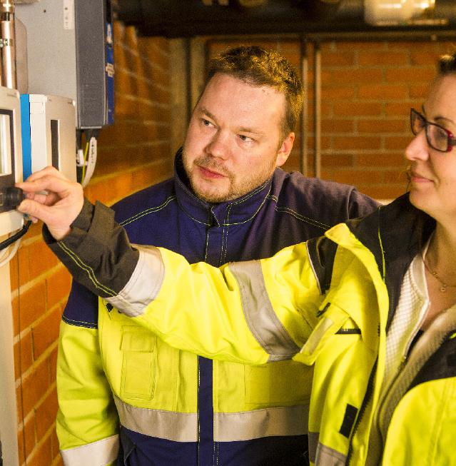 Endress+Hauserin Sami Rautiainen ja Tampereen Veden käyttöinsinööri Sini Vuorinen tiimeineen kehittävät innovatiivista verkostoveden laatumittausta, joka varmistaa tamperelaisten juomaveden tasalaatuisuuden.